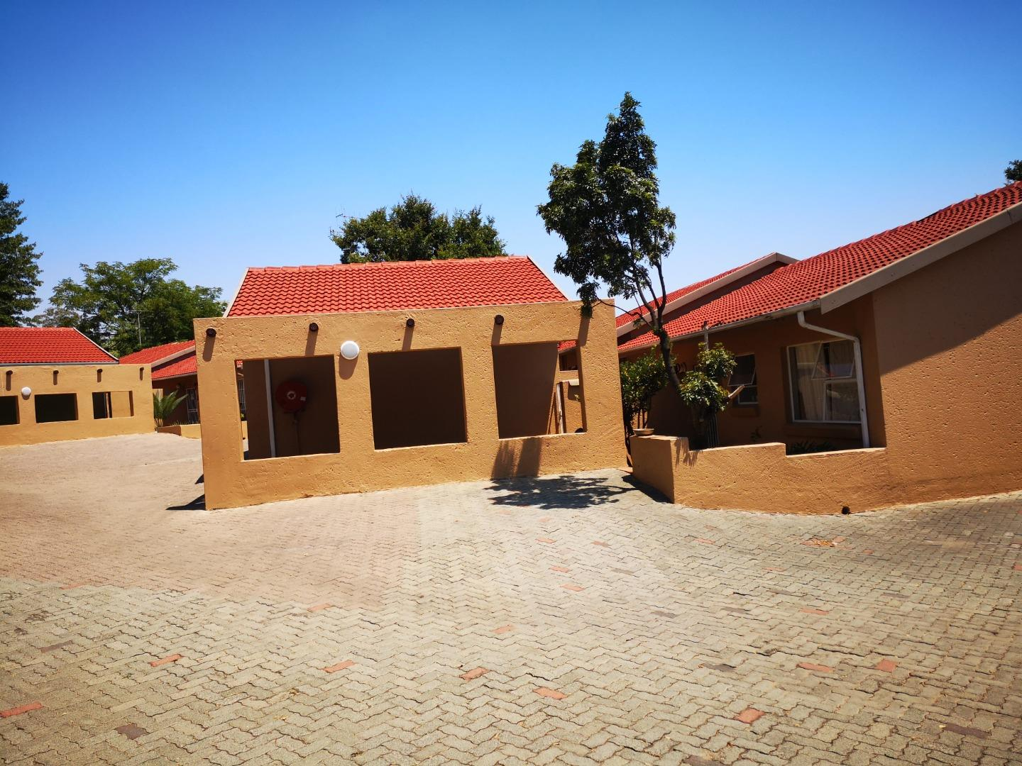 2 Bedroom Townhouse for Sale in Buccleuch, Sandton - Gauteng